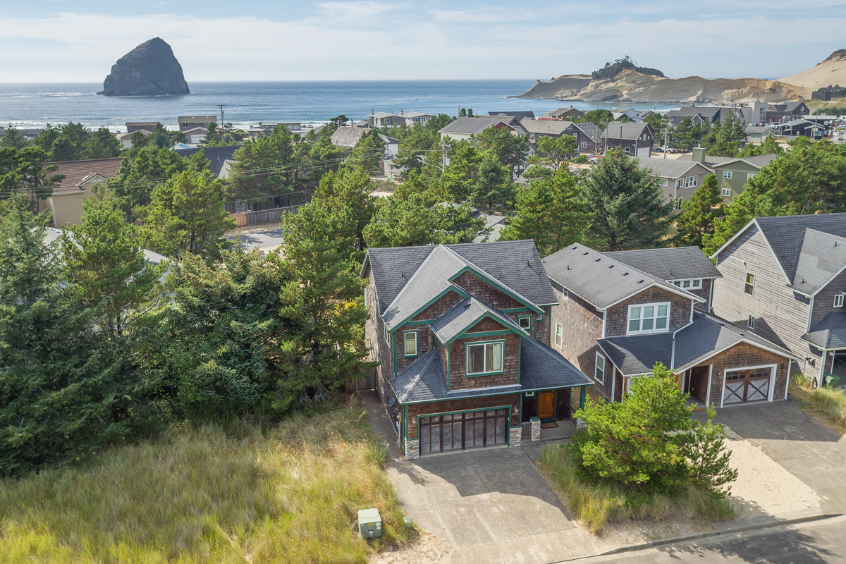 6425 Dory Pointe Loop, Pacific City, OR 97135